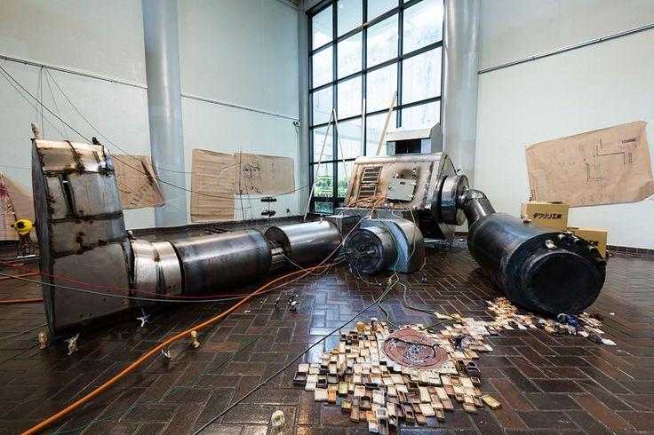 絵画東棟ギャラリーにて 複数の学科混合ならではの壮大な展示