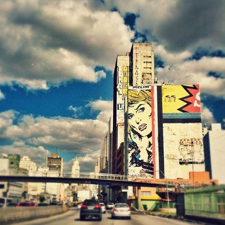 """São Paulo: """"A obra feita por Daniel Melim @melim_abc, na Av Prestes Maia próximo a estação da Luz, teve 6 meses de produção sendo 10 dias de pintura, feita com spray e tinta látex, mas preservando a textura e o aspecto da parede do prédio. Em 2013 a obra de Daniel Melim, foi escolhida como o grafite que mais representava São Paulo."""