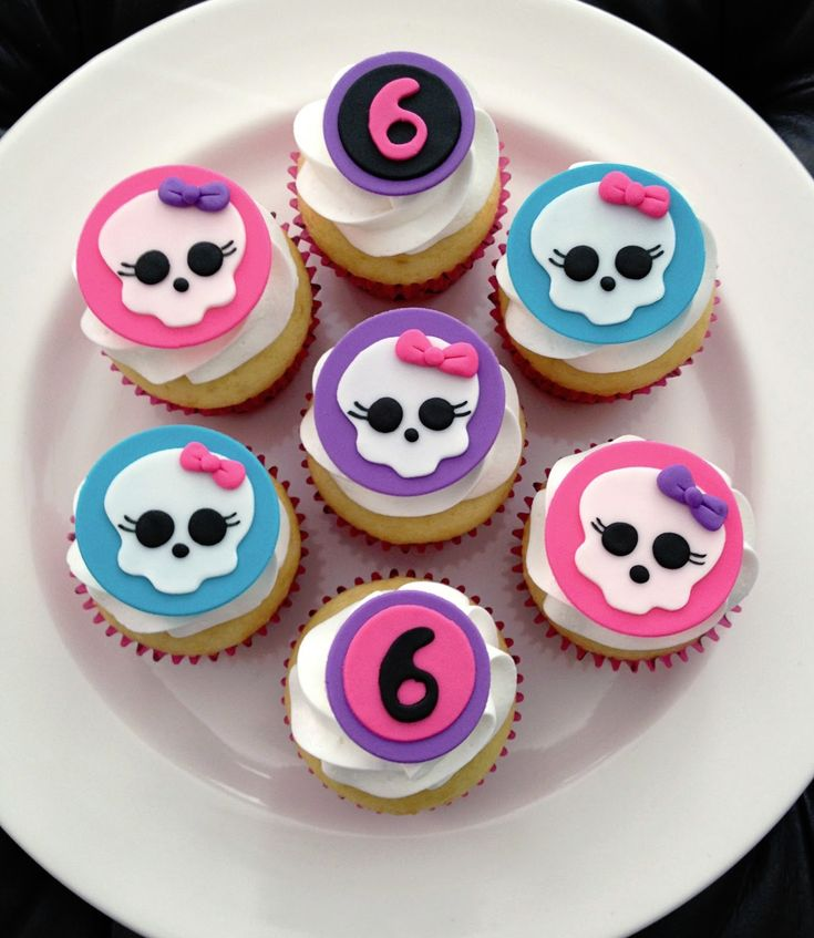 I love these goulish Monster High fondant cupcake toppers from Emily's Delights.  They feature the signature Skullette with turquoise, pink and purple background and bows.  They would be perfect for your daughter's creepy Monster High birthday celebration.  Emily offers these awesome cupcake topppers in all of the popular kids's party themes.