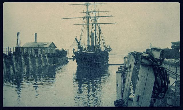 La corbeta Pilcomayo, capturada por Chile en 1879, entrando al dique de Talcahuano