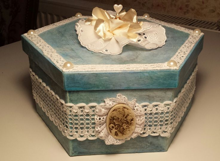 ozdobená kartonová krabička