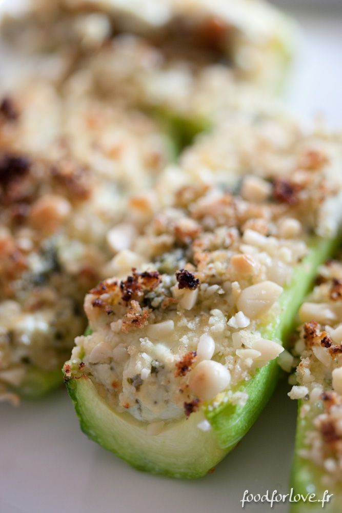 Photo Courgettes Farcies au Chèvre et au Pesto http://www.foodforlove.fr/courgettes-farcies-au-chevre-et-au-pesto/