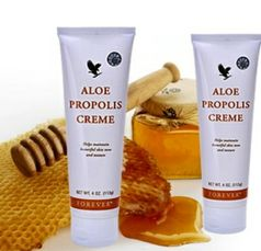A rich, creamy blend of aloe vera, bee propolis, chamomile and comfrey, that does more than moisturise and condition your skin. Soothes irritated skin and leaves a protective barrier making it ideal for dry skin.  N.B. Suitable for people prone to eczema and psoriasis.