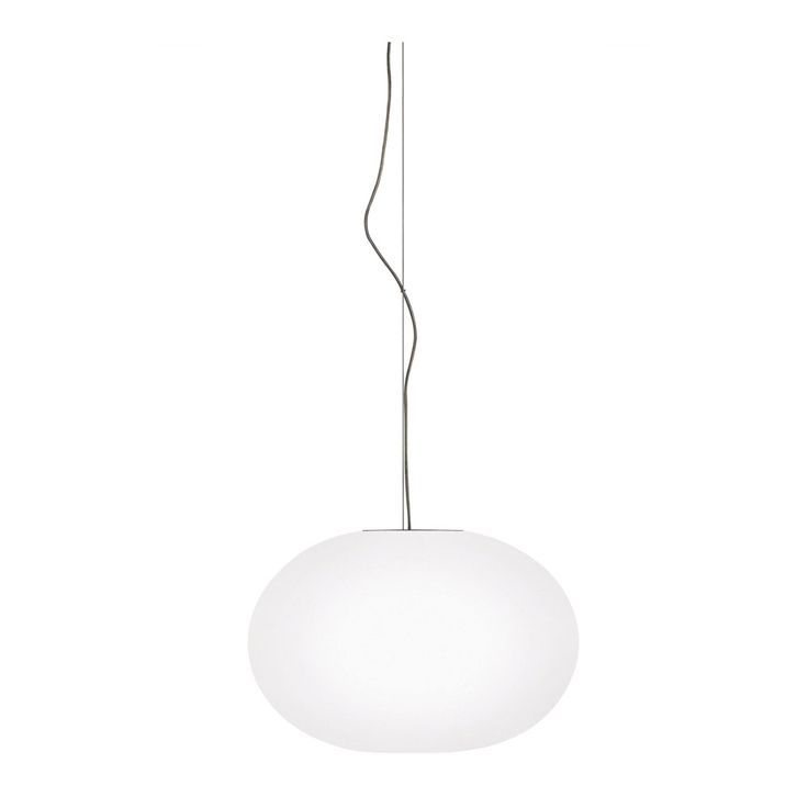 Glo-Ball från Flos är en stilren taklampa designad av Jasper Morrison. Lampan finns i två olika storlekar och även som bordslampa.