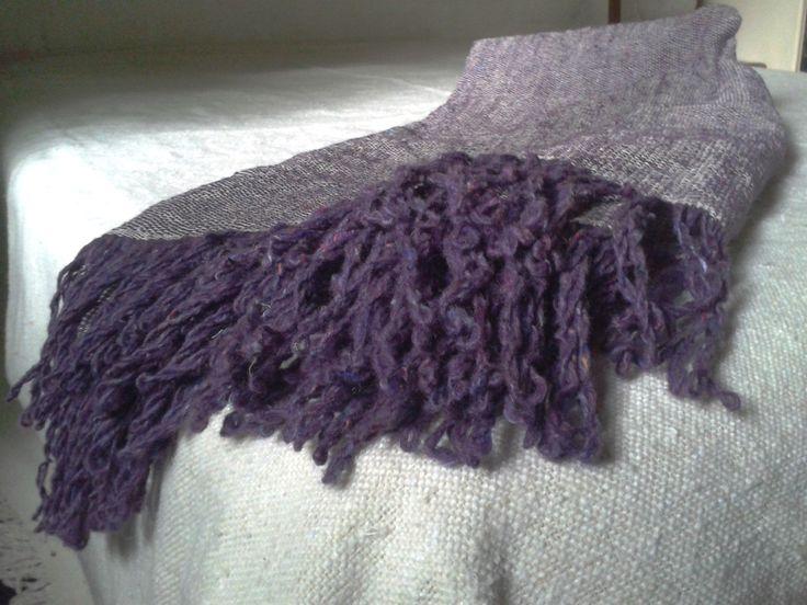 Tejido en telar, lana y algodón. Podes diseñarlo liso o rayado.