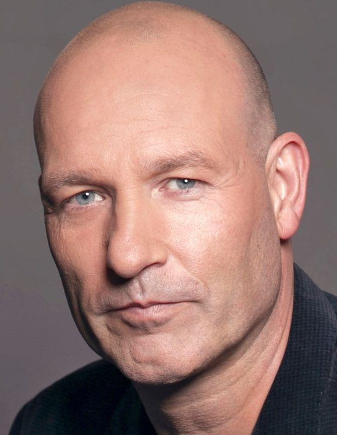 Eddy Zoey 25-03-1967   Nederlands televisie- en radiomaker en muzikant. Hij werkte onder andere voor BNN en RTL. In 2014 presenteerde hij voor RTL 7 het programma RTL Autovisie.  https://youtu.be/8BEpTFOXTLg