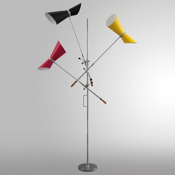 Art. 2399/3 Lampada da terra con base e stelo in acciaio cromato. Linestra a due poli.