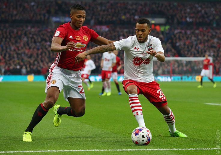 @Anto_V25 and Ryan Bertrand battle for possession. It's 0-0 at Wembley with 17 minutes played. #MUFC #EFLCup
