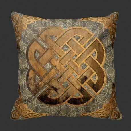 Pute KeltiskKnut-rust  Pyntepute som forener gammel keltisk stil og moderne tolking.  Bakerst har jeg et dongri mønster, så kommer sømløs keltiske knuter og på toppen en stor knut rammet inn av andre i hjørnene.  Denne passer i alle fine stuer :-)  #pynteputer #interior #hjemmedekor #designputer #keltisk #viking