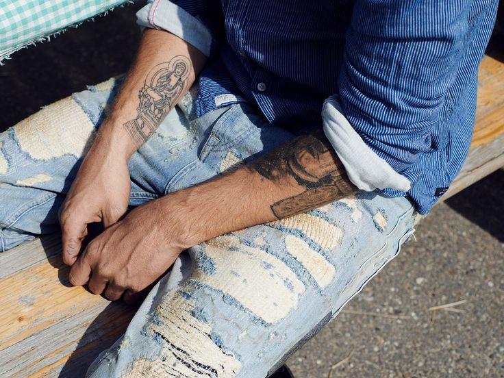 De veelzijdigheid van jeans moet je koesteren. Waar je ook bent en wat je ook doet, je vindt altijd een jeans die bij je past. Plus, met een jeans zie je er altijd goed uit en ben je klaar voor de dag. Shop de mooiste jeans nu online. www.pietzoomers.com