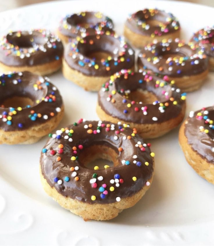 Get a head start on celebrating National Donut Day with this #tiuapproved treat!  SO good!! 1 cup Tone It Up Protein 1 tsp. baking powder 3 Tbsp coconut oil 1 tso. vanilla extract 1 cup unsweetened almond milk 1/3 cup egg whites Dash of cinnamon Preheat oven to 350. Mix all ingredients. Spray donut maker with coconut oil & pour batter in. Bake for 30-35 min. Enjoy w/ a gal pal!!  TIU girl Brigette topped hers with a homemade chocolate glaze.   ToneItUp.com/protein