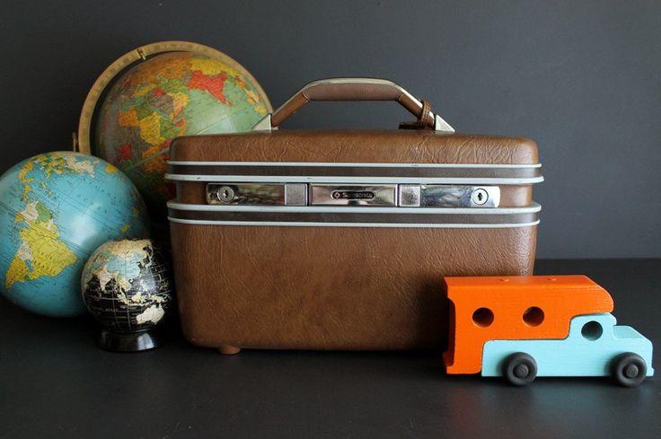 Vintage Brown Samsonite Hard Sided Train Case Makeup Case With Collapsing Mirror…