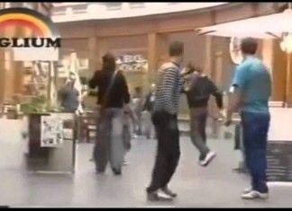 GUARDATE QUEST'UOMO COME FERMA UN LADRO CHE SCAPPA