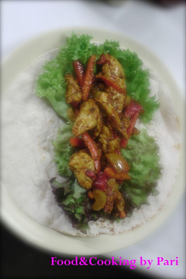 Lay delicious stired fried chicken Fajita on green <3