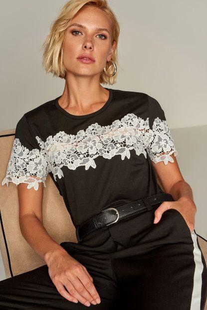 Siyah Dantel Detaylı Viskon T-Shirt
