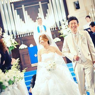 チャペルへの入場シーンとは打って変わって、お2人の新しい人生の始まりの退場シーン✨ ゲストの笑顔に囲まれお2人も満面の笑みです��  #アニヴェルセル江坂 #ウエディングフェア #ウェディング #ウエディング #アニヴェルセル #結婚式 #ブライダル #ガーデン#アニスタグラム #アニ嫁 #全国のプレ花嫁さんと繋がりたい #日本中のアニ嫁さんと繋がりたい #ブライダルフェア #新郎新婦 #大阪 #江坂 #wedding #anniversaire #bride #love #japan #happy #osaka #dress #weddingdress  #floowme #yolo http://gelinshop.com/ipost/1524556298271905645/?code=BUoT-A2lNdt