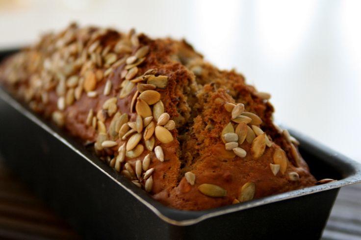 Mitt nötiga bröd – utan massa rusin Brödet har jag experimenterat fram själv – och det är så recept ska vara tycker jag . En riktlinje, men man ska pröva sig fram och byta ut och lägga till egna ingredienser. Det här behöver du : 8 dl vetemjöl 4 dl … Läs mer