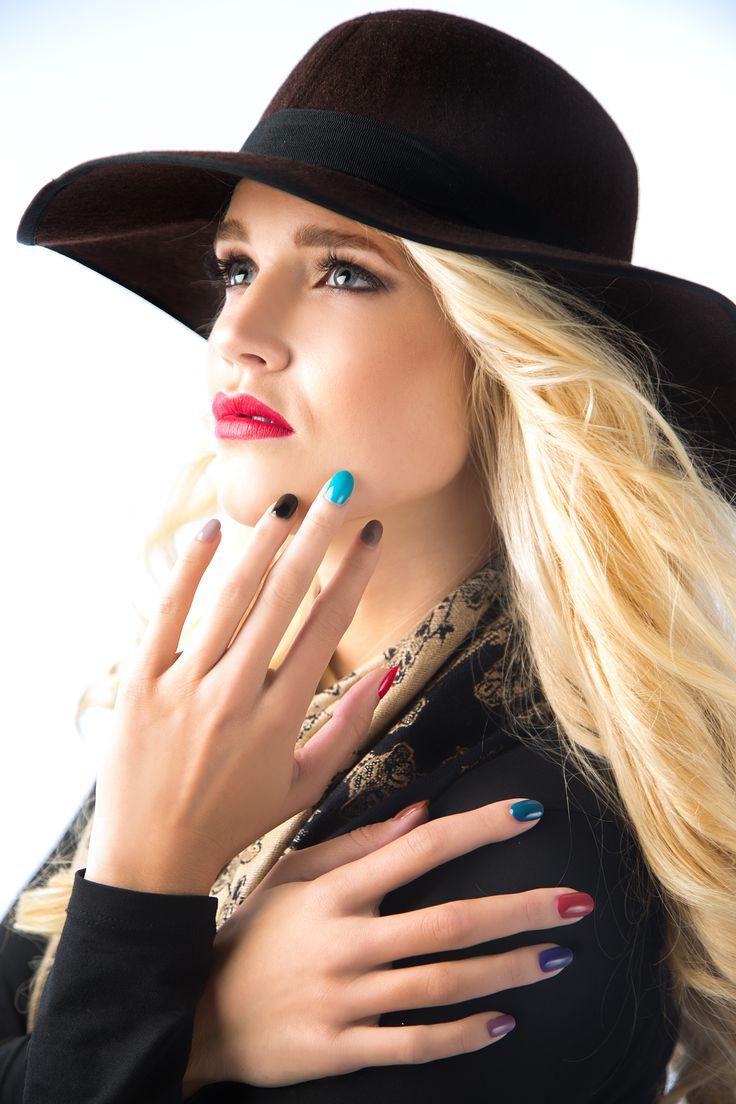 Nailplay is een gel nagellak. Deze gel nagellak moet je 30 seconden uitharden onder een LED-lamp. Je hebt geen basecoat en topcoat nodig!! Er is keuze uit 30 verschillende kleuren!