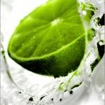 Beneficios de tomar agua con limón