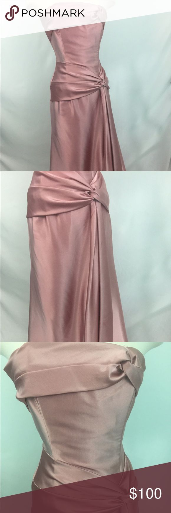 Jessica Mcclintock pink gown dress size 4 Jessica Mcclintock gown dress size -4 , color -pink . This Jessica Mcclintock gown dress is perfect for a bridesmaid dress , prom, or a elegant fancy party you have coming up. Jessica McClintock Dresses Prom
