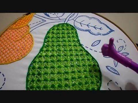 En uno o dos colores , realiza este bordado para tus diseños de las niñas frutas, flores, o en diseños de animales.
