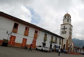 Iglesia de la plaza principal en Salento, Quindío, Colombia