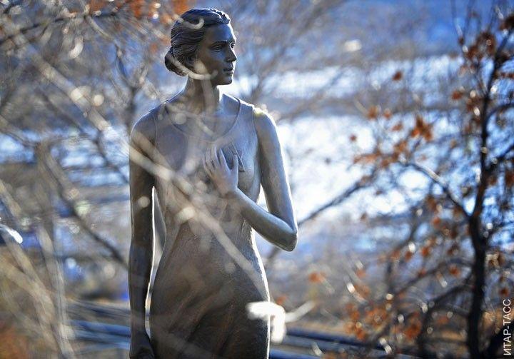 "Monument to the heroine of the famous song ""Katyusha"" is set in Vladivostok, October 3, 2013. Sculptor Ivan Kulakov."