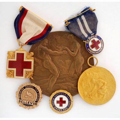 Una selección de las medallas y premios pertenecientes a Jane Delano (1862-1919), fundador del Servicio de Enfermería de la Cruz Roja Americana.