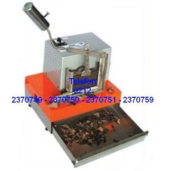 Çikolata Rendeleme Makinası Satış Telefonu 0212 2370750 Pastanelerde pastaları süslemede kullanılan en kaliteli yaprak çikolataları küvertür çikolatadan rendeleme makinalarının en ucuz fiyatlarıyla satışı 0212 2370749
