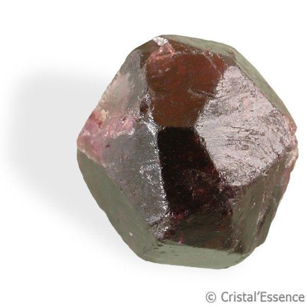 Grenat, cristal. Le Grenat est utilisé pour son action dynamisante sur la vitalité physique et sexuelle. Le Grenat correspond au 1er chakra. Il a également une action très bénéfique pour la circulation sanguine  et accroît la vitalité