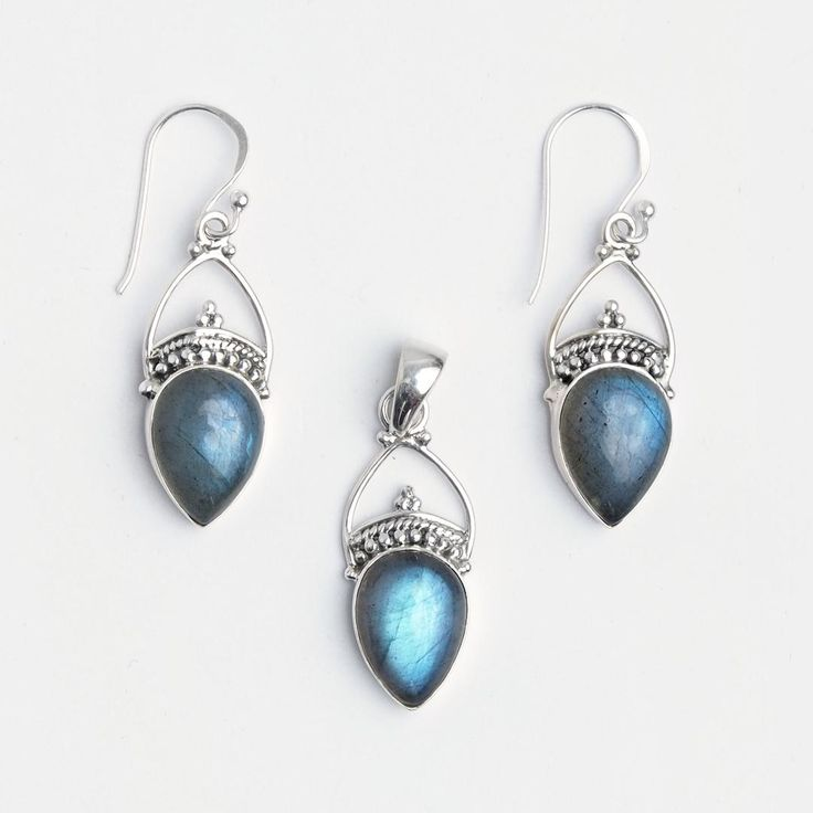 Set cercei și pandantiv Kamarhati, argint și labradorit, India  #metaphora #jewellery #jewelryset #silver #earrings #labradorite #india