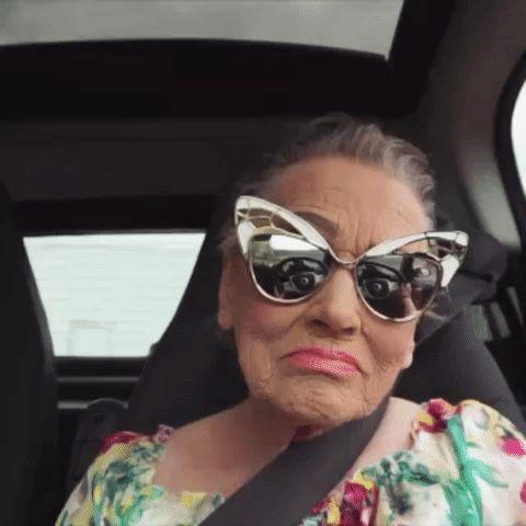 Бабушка - из гусеницы в бабочку: визажист делает потрясающий макияж своей 80-летней бабушке