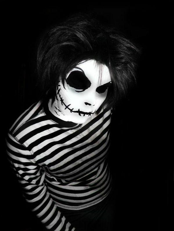Coole Horror Halloween Kostüme, die den Atem berauben                                                                                                                                                                                 Mehr