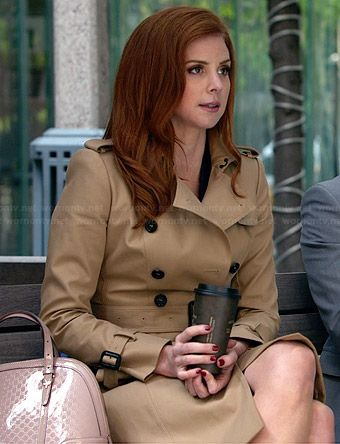 Donna's trench coat and pink patent leather bag on Suits.  Outfit Details: http://wornontv.net/34133/ #Suits