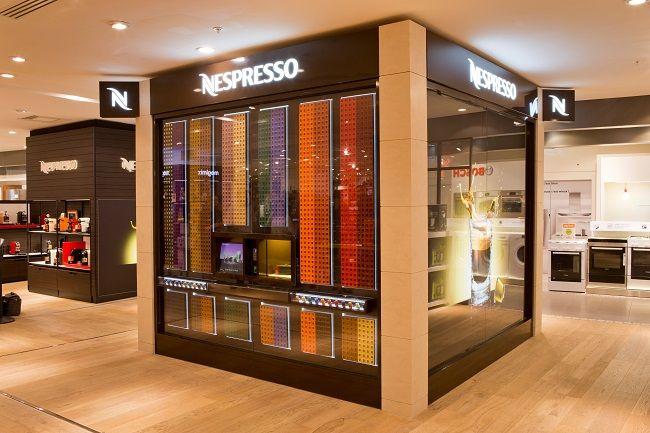 Le 3ème étage du BHV MARAIS ouvreses portes à la toute première boutique automatique haut de gamme de Nespresso, le Nespresso Cube. Amateurs de café, ce cube de 9m² est fait pour vous. À l'extérieur, de l'élégance, de la couleur … Lire la suite