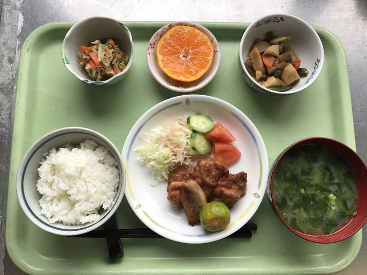 12月20日。鶏肉の唐揚げ、里芋と揚げの煮物、もやしの中華和え、小松菜の味噌汁、みかんでした!鶏肉の唐揚げがカリッと揚がっていて特に美味しかったです!646カロリーでした