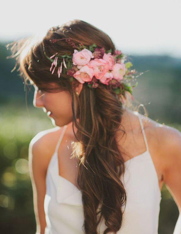 fleurs roses coiffure
