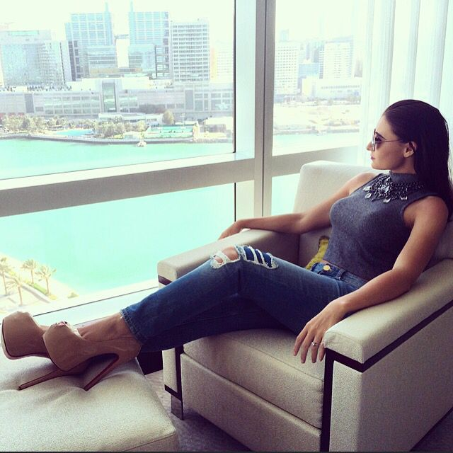 Watching the world go by in Abu Dhabi! #uae #fashion #louboutins #redsoles #seaview #nudelouboutins