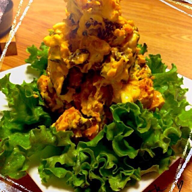 かぼちゃにレーズンクリームチーズが入ったサラダです( •ॢᴗ•ॢ⋈)作りすぎてタワーみたいになってるけど 写真だとイマイチレーズンとクリームチーズがわからないけど、かぼちゃが北海道産の栗カボチャなので甘くて美味しかった(o´罒`o)ニヒヒ♡ - 112件のもぐもぐ - かぼちゃサラダ by kaiya705