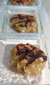 Χταποδοκεφτεδες Θάσου!Οι φημισμένοι χταποδοκεφτέδες της Θάσου είναι ένα παραδοσιακό πιάτο  και θα τους βρείτε σε όλες τις ταβέρνες του νησιού σε πολλές παραλλαγές.