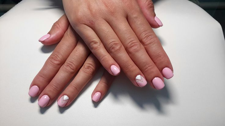 Pink, squareshaped manicure with white design made by hard, sculpting gel.