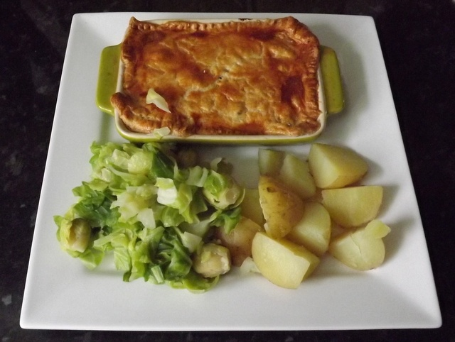 Slimming World Steak & Kidney Pie (4.5 syns on EE) Served with cabbage, sprouts & new potato's.... Delish :)