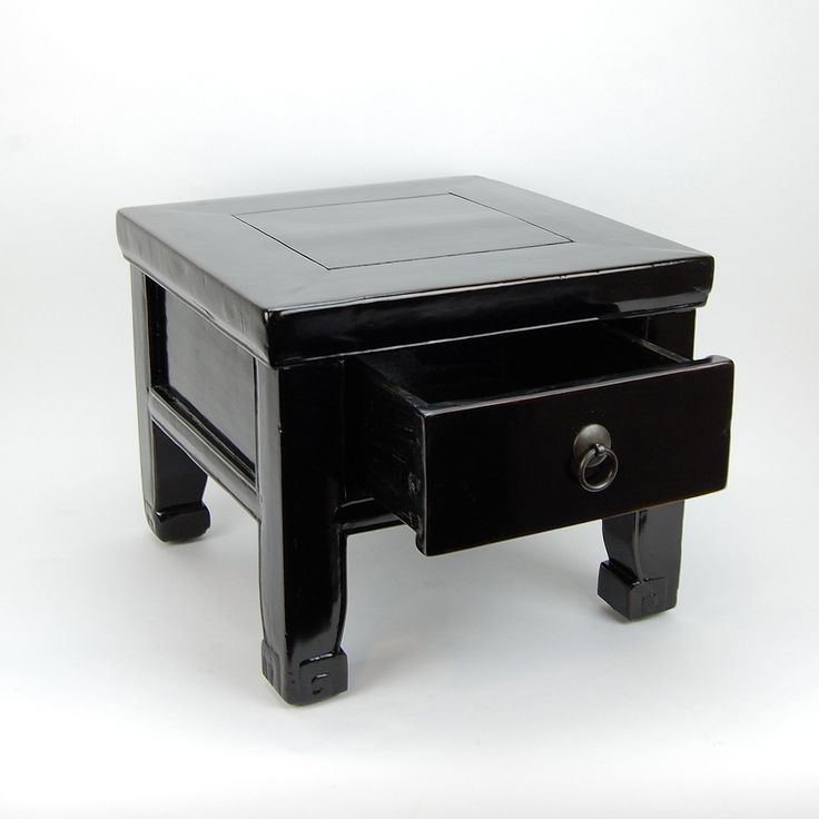 Changfangdeng. Pair of black lacquered square stools with drawer. Qing-Dynasty (1644-1911), 19th century. Zhejiang-China.  Height: 32 cm Width: 29 cm Depth: 33 cm