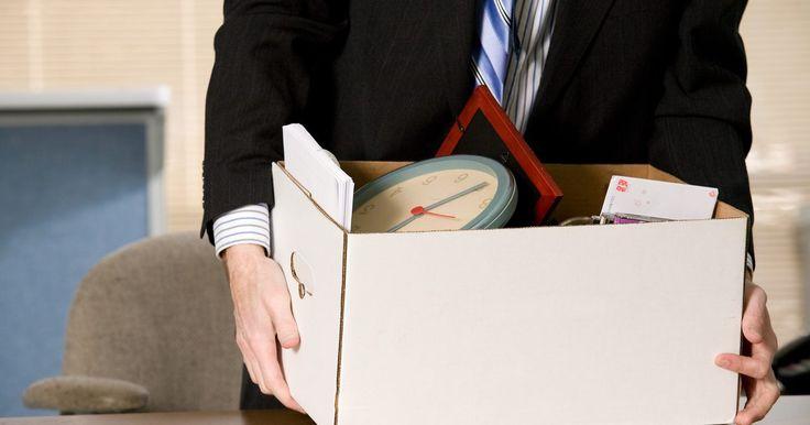 Cómo redactar una carta de renuncia. Renunciar a tu empleo no es un asunto fácil. Junto con las razones para irte, hay muchas cuestiones a tener en cuenta después de terminar el empleo, incluyendo el mercado de trabajo futuro, las finanzas y mucho más. Sin embargo, una vez que tomas la decisión de salir, es importante escribir y entregar a tu empleador una carta profesional y ...