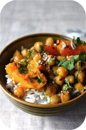 "Curry de courge aux pois chiches .................. #GlobeTripper® | https://www.globe-tripper.com | ""Home-made Hospitality"""
