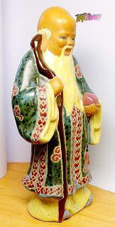 Szemezgetés NSboy kínálatából.: Kínai bölcs, kerámia egészalakos szobor, szignált