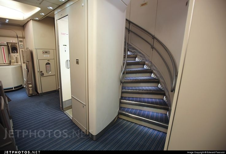 Singapore Airlines Airbus A380 aft staircase | Aviation ...