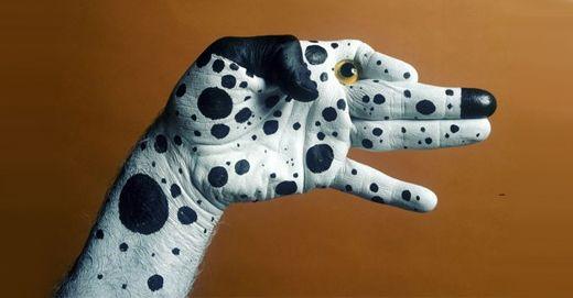Hunter Animal Hand ArtHands Painting, Dogs, Painting Art, Body Painting, Body Art, Mario Mariotti, Bodyart, Amazing Hands, Hands Art