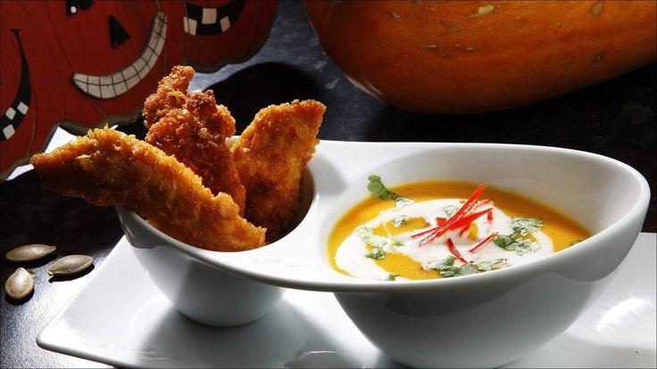 En interessant halloween tema rett. Virker suppen for tykk kan du tynne den ut med grønnsaksbuljong eller vann. Gresskar kan erstattes med søtpotet.
