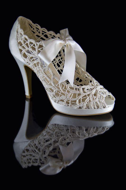 10 zapatos de novia baratos y bonitos que puedes comprar online: Tacones románticos de aire retro